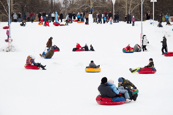 families snow tubing